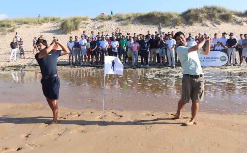 Javier Seve Miguel Seve hijos de Seve Ballesteros jugando golf en playa de Somo